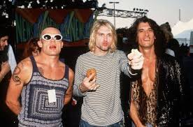 Flea-Kurt-Cobain-and-Joe-Perry-at-the-MTV-Video-Music-Awards-in-1993